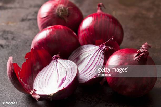 whole and sliced red onions - spanish onion stock pictures, royalty-free photos & images