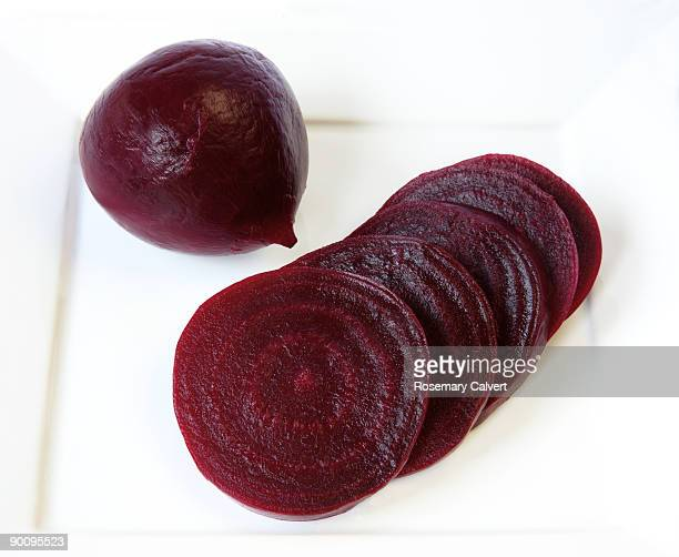 Whole cooked beetroot with sliced beetroot.