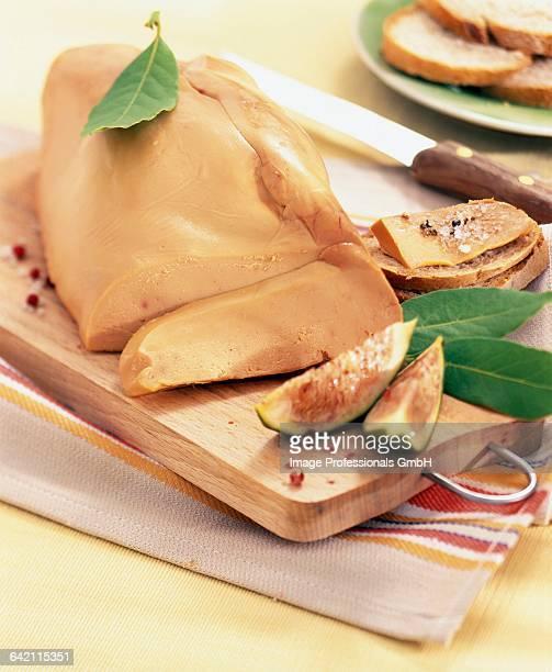 whole foie gras - foie gras photos et images de collection