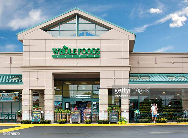 whole foods market natural and organic grocery store - whole foods market stock pictures, royalty-free photos & images