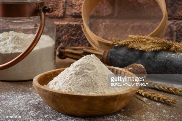 whole wheat flour - 小麦粉 ストックフォトと画像