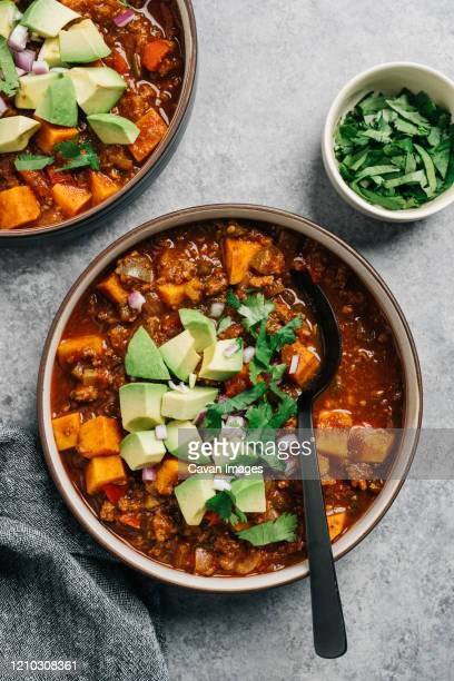 whole30 paleo chili con carne with sweet potato and fresh avocado - chile fotografías e imágenes de stock