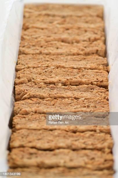whole-grain wheat biscuts cereal - rafael ben ari - fotografias e filmes do acervo