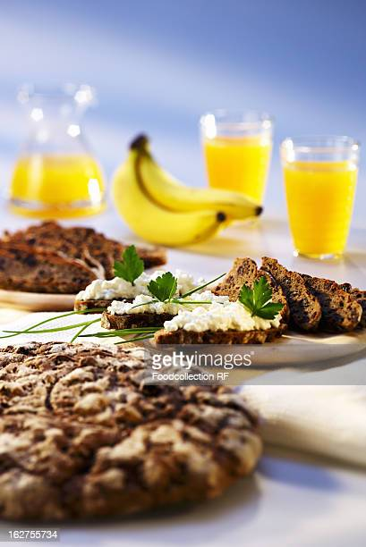 Wholemeal bread with cottage cheese, orange juice and bananas