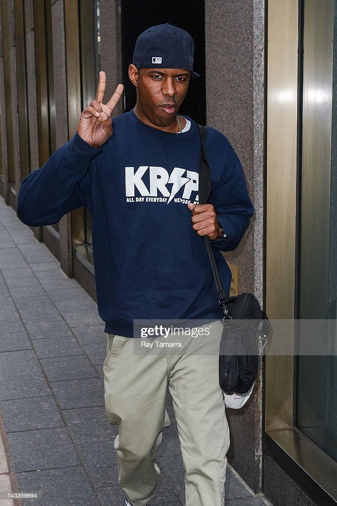 Celebrity Sightings In New York City - April 24, 2012 : Foto jornalística