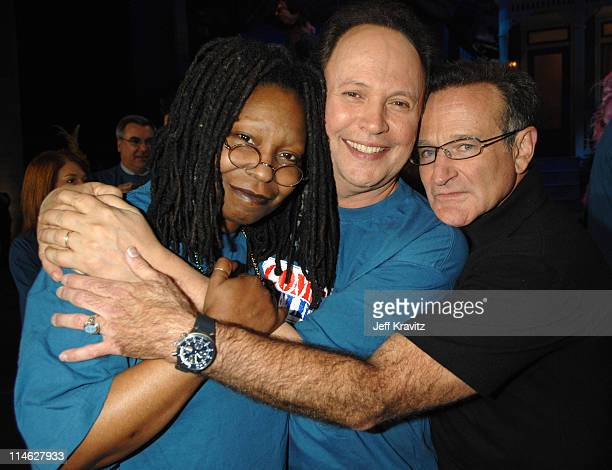 Whoopi Goldberg Billy Crystal and Robin Williams during HBO AEG Live's 'The Comedy Festival' Comic Relief 2006 Backstage at Caesars Palace in Las...