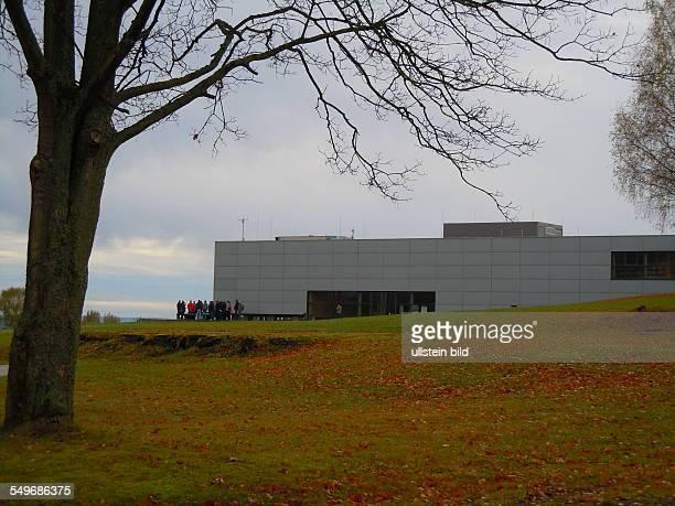 Während der NS-Zeit mussten Häftlinge aus vielen Ländern Europas im Konzentrationslager Dora-Mittelbau in Bergstollen des Kohnstein die Raketenwaffen...