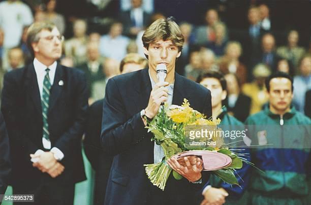 Während des DaviscupRelegationsspiels Deutschland gegen Mexiko in Essen wird der Tennisspieler Michael Stich durch den Deutschen Tennis Bund...
