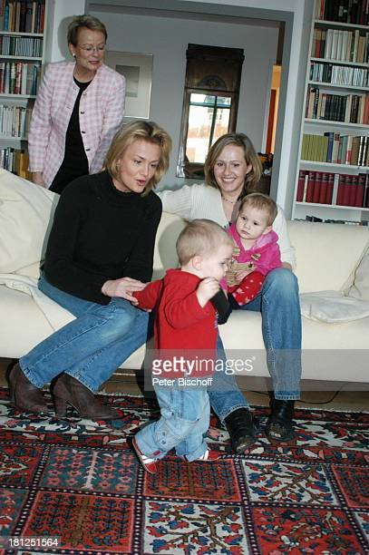 "Wibke Bruhns ganz links , Tochter Annika Bruhns-Petersson ) mit Sohn ""Sammy"" Sam Jesper, Tochter Meike Bruhns mit Tochter Ida Luise, Homestory,..."