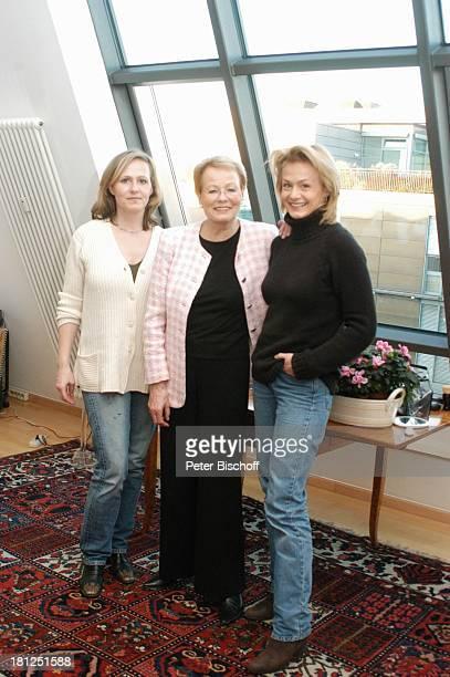 Wibke Bruhns , Tochter Meike Bruhns , Tochter Annika Bruhns-Petersson-Petersson , Homestory, Berlin, ,