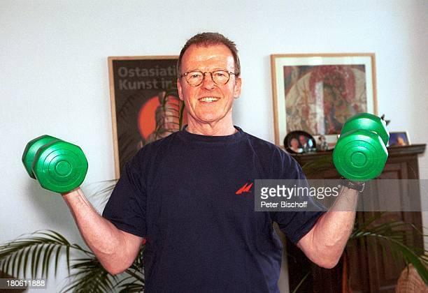 Wichart von Roell Homestory Recklinghausen FitnessTraining Hanteln Sport Brille