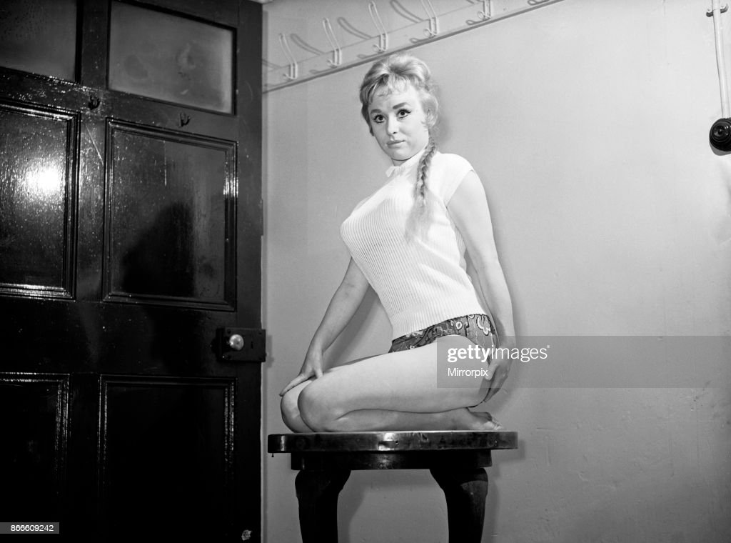 Wickedly Pretty Young Vamp Barbara Windsor Playing In Theatre Royal News Photo Getty Images