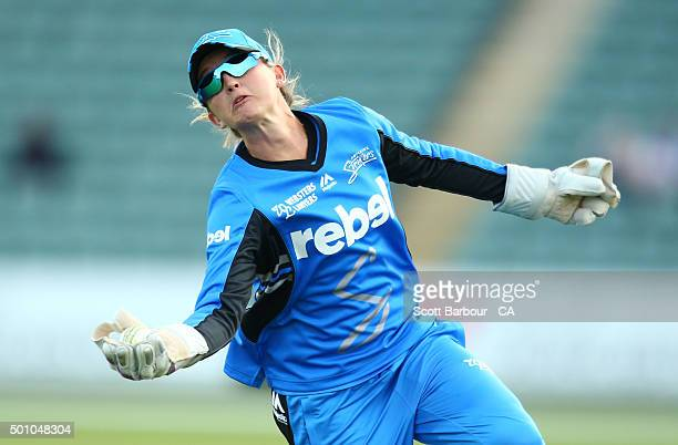 Wicketkeeper Sarah Taylor of the Strikers takes a catch to dismiss Emma Thompson of the Hurricanes during the Women's Big Bash League match between...