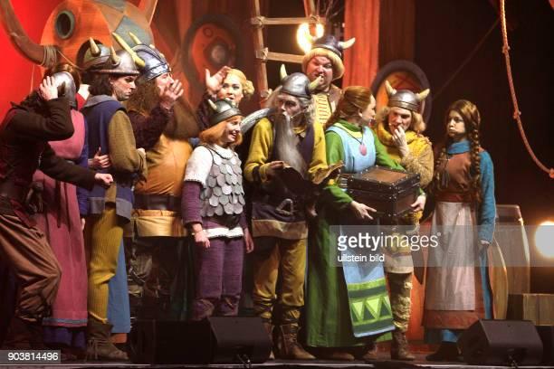 Wickie und die starken Männer Das FamilienMusical von Thomas Schwab erzählt die spannenden Abenteuer des WickingerKindes Wickie und seiner Freundin...