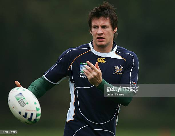 Wickus Van Heerden of South Africa passes the ball during the South Africa training session at the Stade Alain Mimoun on October 17 2007 in Noisy Le...
