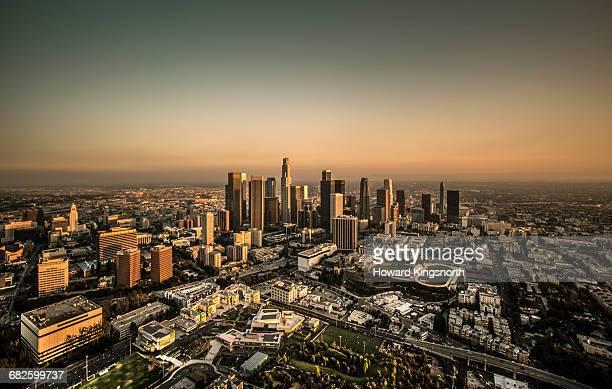 wide aerial shot of los angeles - los angeles stock-fotos und bilder