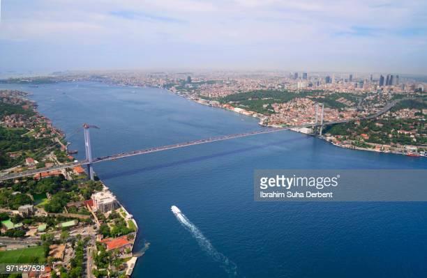 wide angle air view of the 15 july martyrs bridge, istanbul. - europa continente fotografías e imágenes de stock