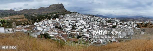 wide angle panoramic view of the white village of alora in malaga, spain - victor ovies fotografías e imágenes de stock