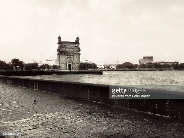 wide angle shot of Gateway of India