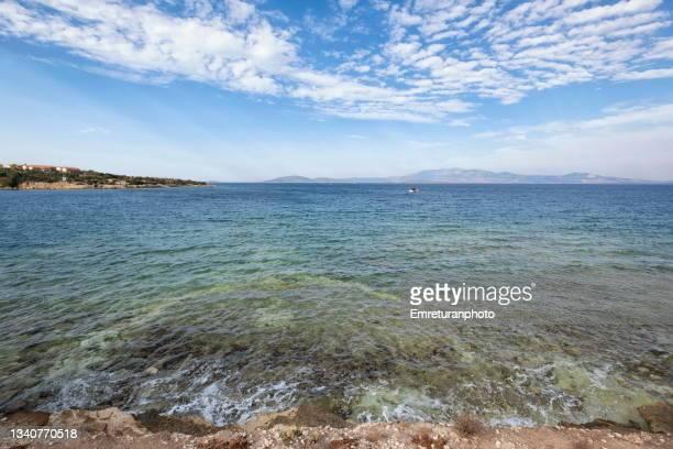 wide angle view of aegean sea near çeşme shoreline. - emreturanphoto fotografías e imágenes de stock