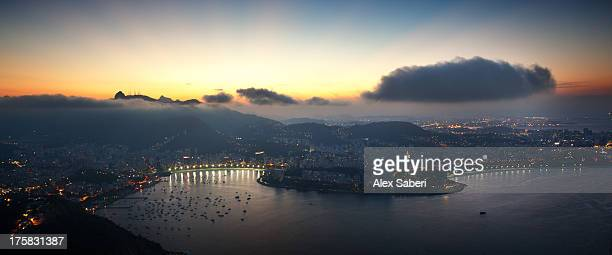 wide angle view of rio de janeiro at sunset with guanabara bay. - alex saberi 個照片及圖片檔