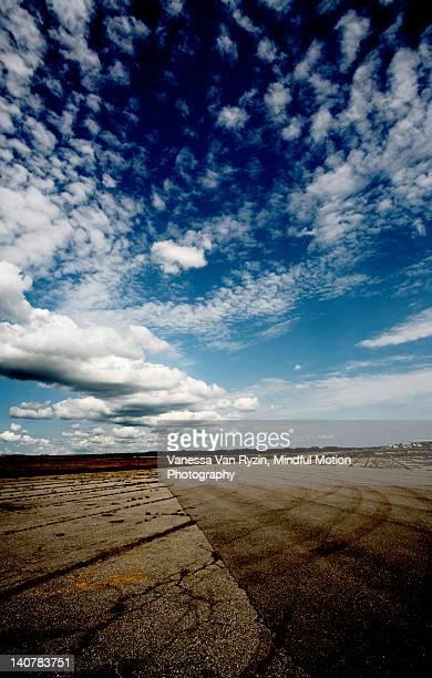 wide angle view of runway - vanessa van ryzin foto e immagini stock