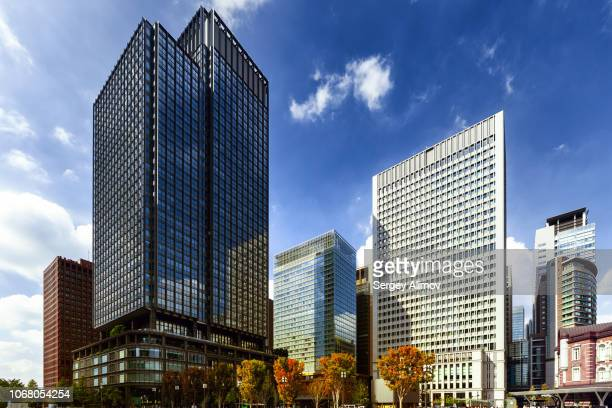 wide angle view of square marunouchi near railway station - 丸の内 ストックフォトと画像