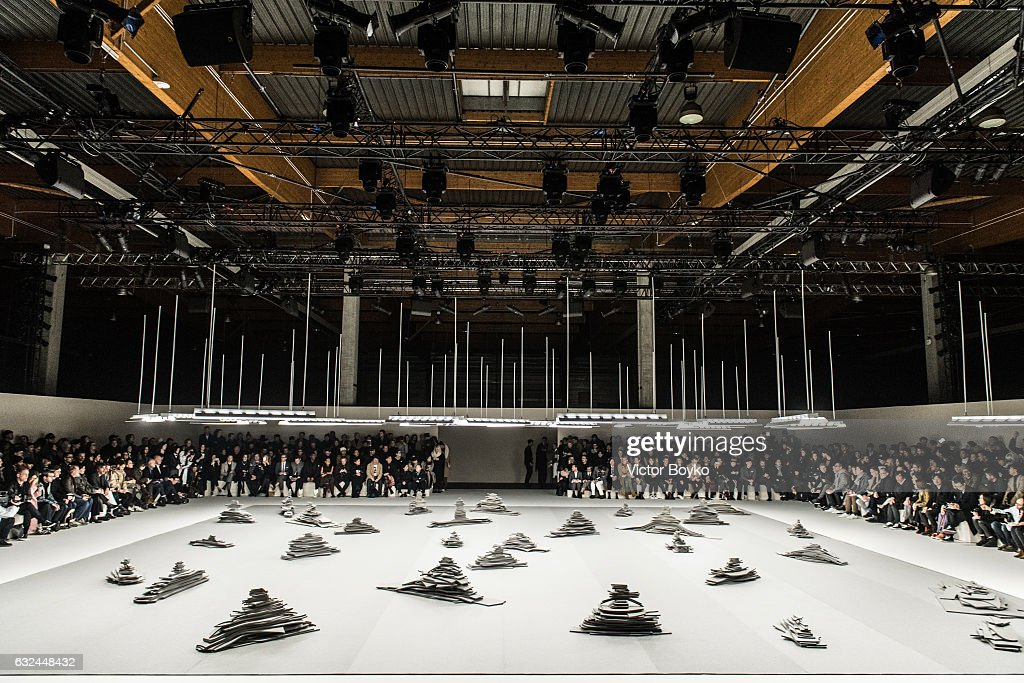 Thom Browne: Runway - Paris Fashion Week - Menswear F/W 2017-2018 : News Photo