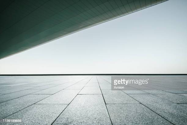wide open marble platform under roof for automobile commerical - wall building feature stock pictures, royalty-free photos & images