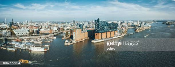 weiten panoramablick auf hamburg hafen city - hamburg stock-fotos und bilder