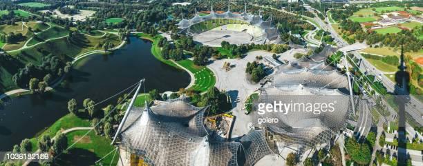 vue large panoramique sur munich avec parc olympia - parc olympique lieu photos et images de collection