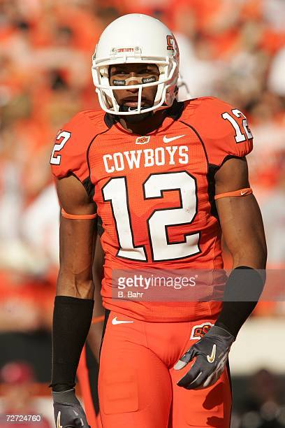 Wide receiver Adarius Bowman of the Oklahoma State Cowboys plays against the Oklahoma Sooners on November 25 2006 at Boone Pickens Stadium in...