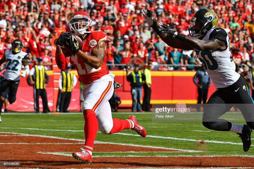 Wide receiver Albert Wilson #12 of the Kansas City Chiefs brings in a touchdown reception over outside linebacker Telvin Smith #50 of the Jacksonville Jaguars for the first score of the game during the first quarter at Arrowhead Stadium on November 6, 2016 in Kansas City, Missouri.
