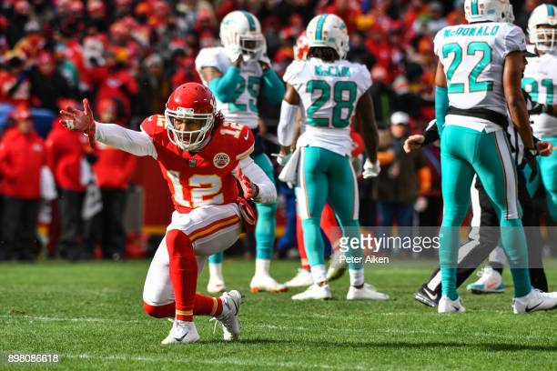 Wide receiver Albert Wilson of the Kansas City Chiefs signals a first down during the first quarter of the game against the Miami Dolphins at...
