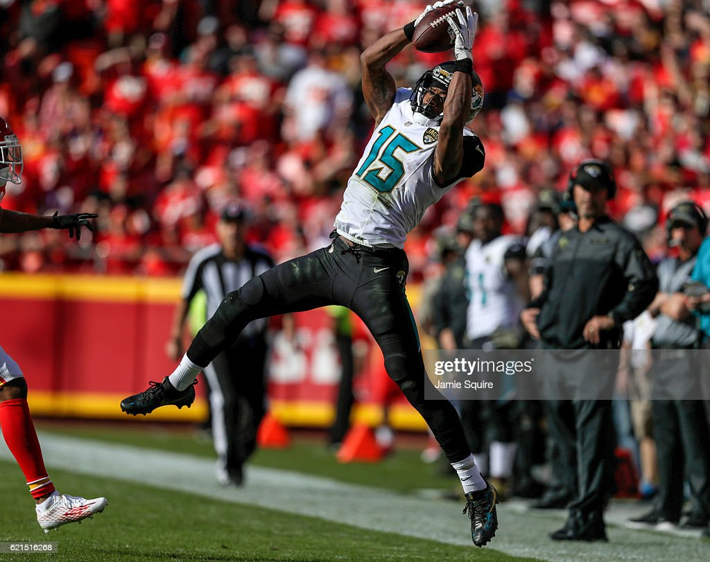 Wide receiver Allen Robinson #15 of the Jacksonville Jaguars catches a pass along the sidelines against the Kansas City Chiefs at Arrowhead Stadium during the second quarter of the game on November 6, 2016 in Kansas City, Missouri.