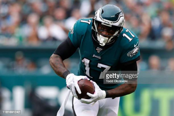 Wide Receiver Alshon Jeffery of the Philadelphia Eagles runs with the ball during the second half against the New York Jets at Lincoln Financial...