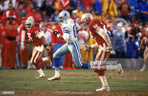 Wide receiver Alvin Harper of the Dallas Cowboys runs upfield with a reception against the San Francisco 49ers in the 1992 NFC Championship Game at...