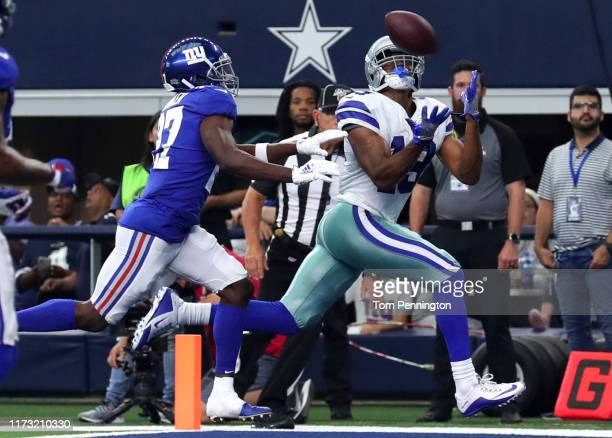 Wide receiver Amari Cooper of the Dallas Cowboys makes the recption for a touchdown in the second quarter of the game against the New York Giants at...