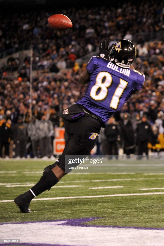 Wide receiver Anquan Boldin #81 of the Baltimore Ravens catches a pass to score a touchdown against the Pittsburgh Steelers during the first quarter of the game at M&T Bank Stadium on December 5, 2010 in Baltimore, Maryland.