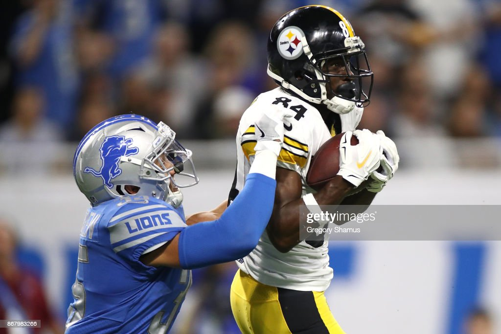 Wide receiver Antonio Brown #84 of the Pittsburgh Steelers brings in a pass against strong safety Miles Killebrew #35 of the Detroit Lions during the first half at Ford Field on October 29, 2017 in Detroit, Michigan.
