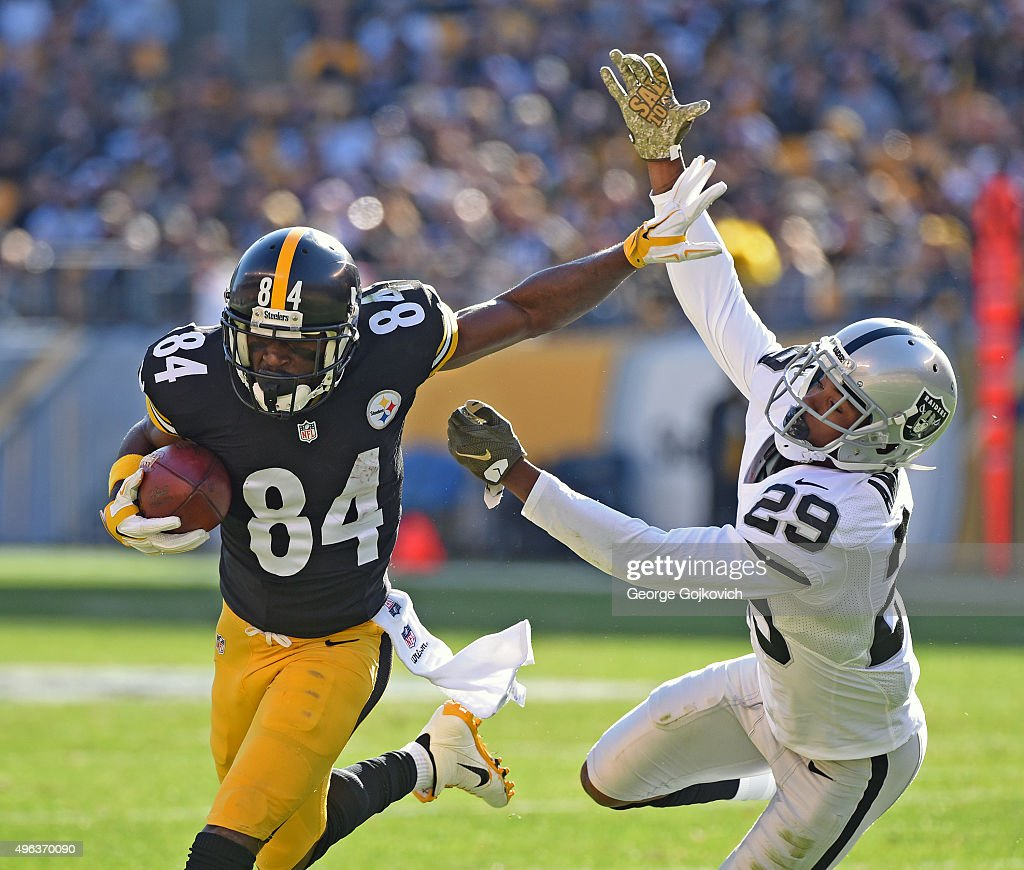 Oakland Raiders v Pittsburgh Steelers : News Photo