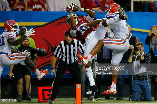 Wide receiver ArDarius Stewart of the Alabama Crimson Tide catches a third quarter touchdown past defensive back Vernon Hargreaves III of the Florida...