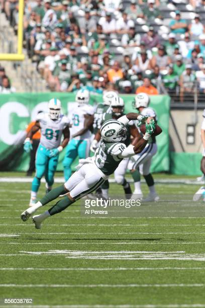 Wide Receiver ArDarius Stewart of the New York Jets makes a catch against the Miami Dolphins on September 24 2017 at MetLife Stadium in East...
