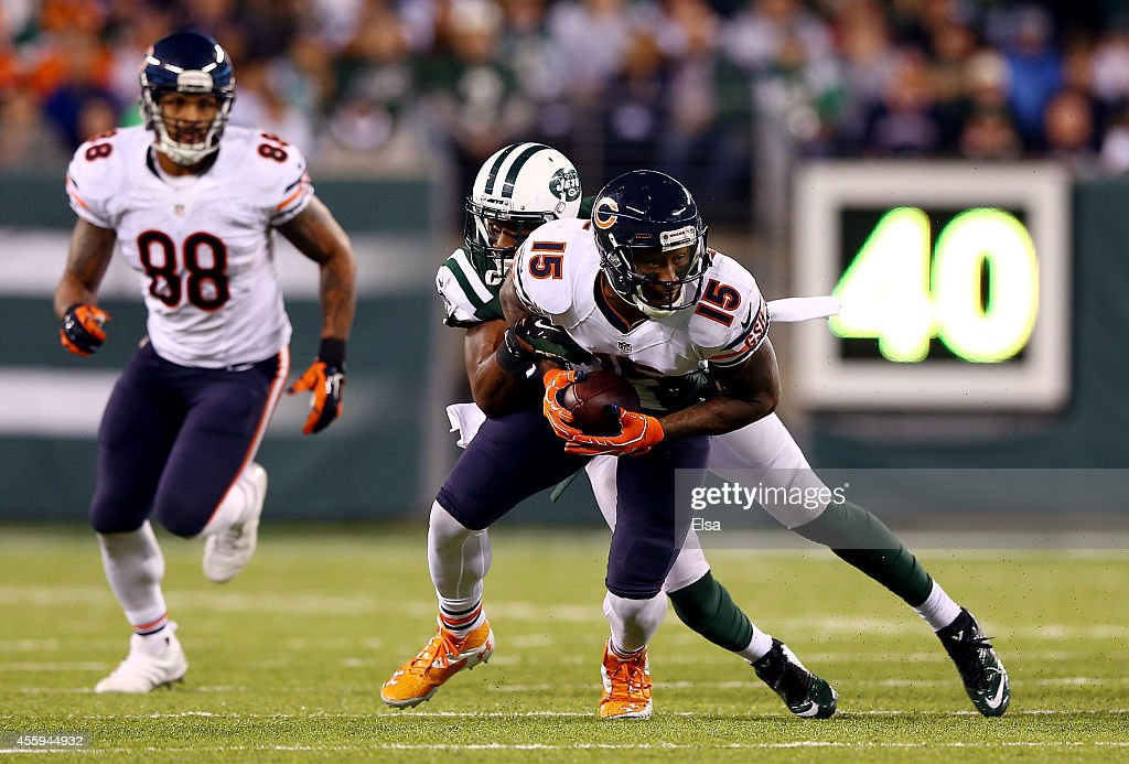 Wide receiver Brandon Marshall #15 of the Chicago Bears makes a catch against the New York Jets during a game at MetLife Stadium on September 22, 2014 in East Rutherford, New Jersey.