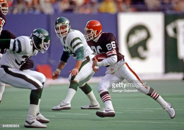 Wide receiver Brian Brennan of the Cleveland Browns runs with the football during a game against the New York Jets at Giants Stadium on December 22...