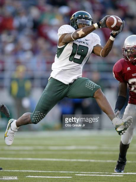 Wide receiver Brian Paysinger of the Oregon Ducks makes a catch against Husain Abdullah of the Washington State Cougars on October 21 2006 at Martin...