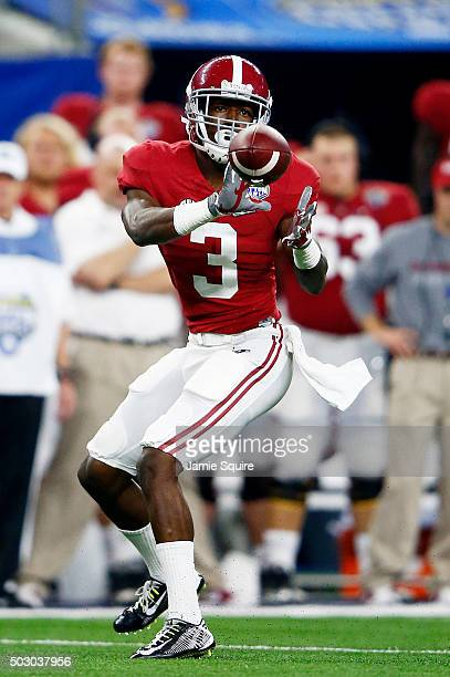 Wide receiver Calvin Ridley of the Alabama Crimson Tide makes a catch in the first half against the Michigan State Spartans during the Goodyear...