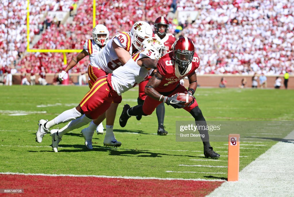 Wide receiver CeeDee Lamb #9 of the Oklahoma Sooners reaches for a touchdown against the Iowa State Cyclones at Gaylord Family Oklahoma Memorial Stadium on October 7, 2017 in Norman, Oklahoma. Iowa State defeated Oklahoma 38-31.