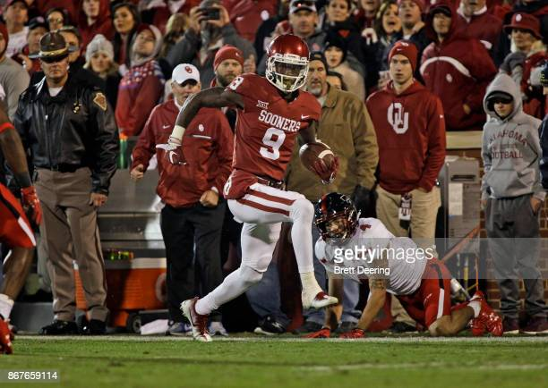 Wide receiver CeeDee Lamb of the Oklahoma Sooners runs down the sideline against the Texas Tech Red Raiders at Gaylord Family Oklahoma Memorial...