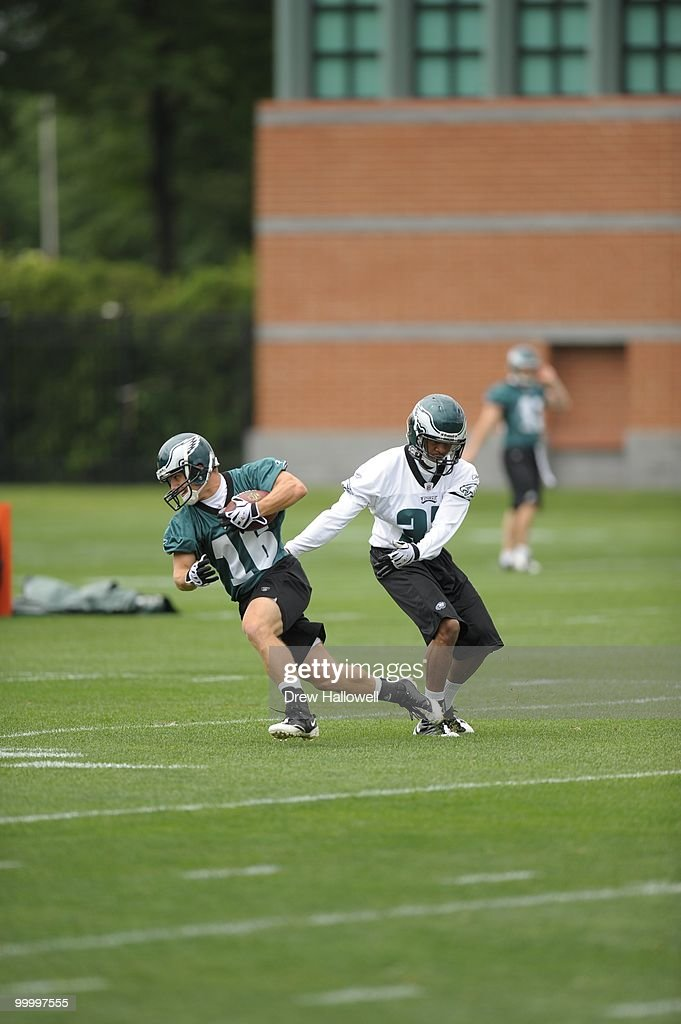Wide receiver Chad Hall #16 of the Philadelphia Eagles runs during practice on May 19, 2010 at the NovaCare Complex in Philadelphia, Pennsylvania.